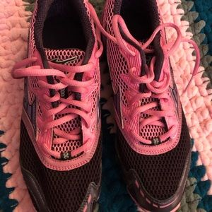 Mizuno pink brand new track and field cleats